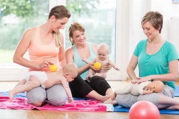 Ateliers massage et psychomotricité parents-bébés