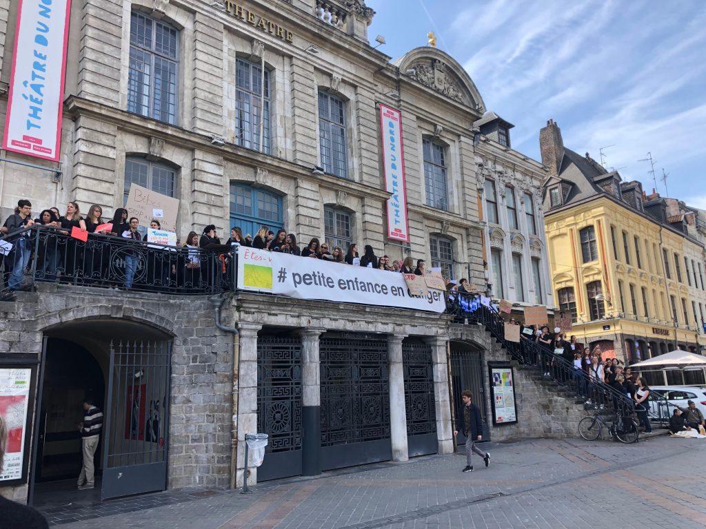 Manifestation petite enfance en danger sur la Grand Place de Lille